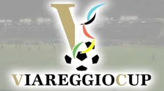 Torneo di Viareggio: sasso contro un giocatore dell'Empoli