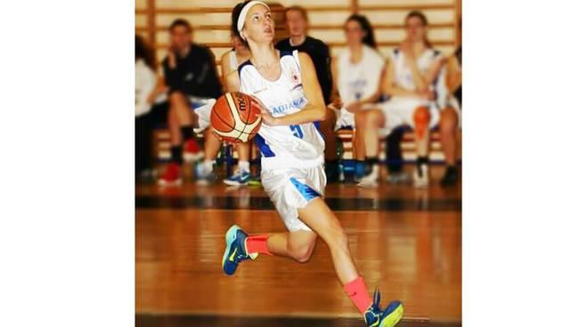 Bulldog Basket Canegrate in prova l'esterna Carola Manzoni