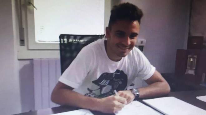 Luca Ortolani firma il rinnovo
