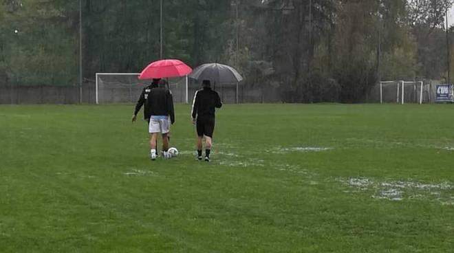 Rinvio per pioggia