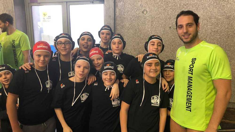 I giovani pallanuotisti del Campus Roma con Capitan Luongo