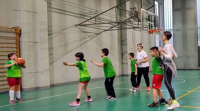 """Allenamento minibasket OLC """"Genitori e figli"""", un bel pomeriggio di gioco"""