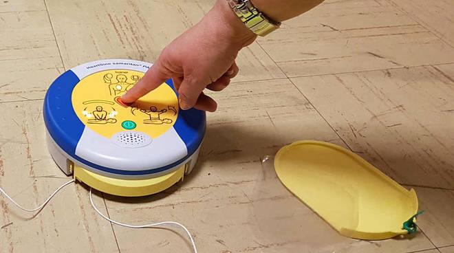 Corso per l'uso del defibrillatore organizzato da Nordic Walking Altomilanese e Nordic WalkingNerviano