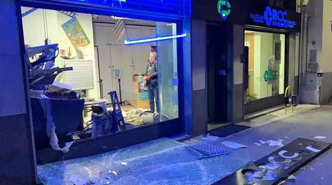 Samarate fatto esplodere il bancomat della Bcc di Busto Garolfo e Buguggiate