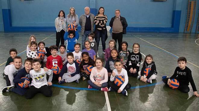 Artigiani del bordo e Vomien insieme per la pallavolo nelle scuole legnanesi