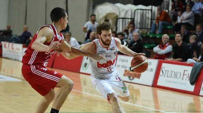 Cento-Legnano 93-84 gara 3 primo turno