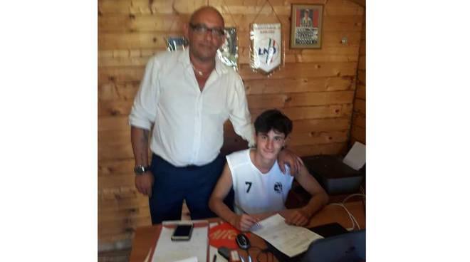 Andrea Marzola firma per il Chieti