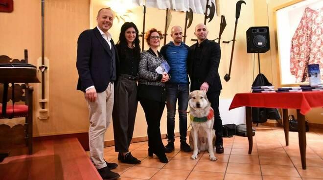 Giovedì letterari Contrada San Bernardino Legnano Nepal cane aplinista