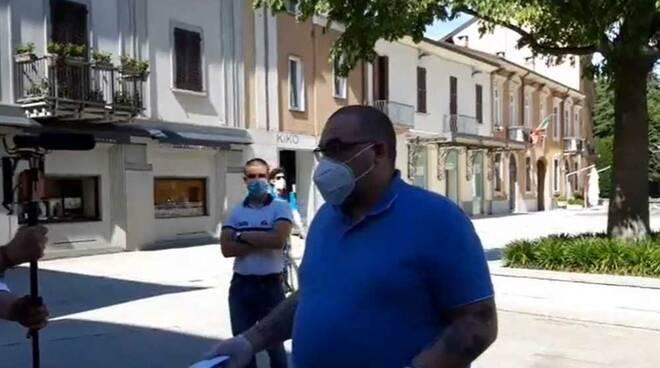 Protesta Maschierine Tricolori Piazza San Magno Legnano 2 maggio 2020