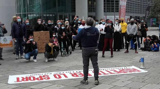 Manifestazione per lo sport Milano Palazzo Regione 24 ottobre 2020
