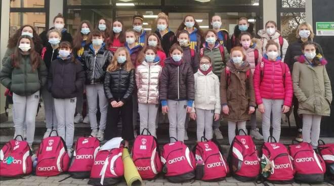 Sincro Esordiente A e ragazzeRari Nantes Legnano Nuoto Sincronizzato