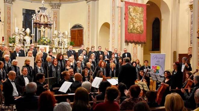 Orchestra e il coro Amadeus Legnano